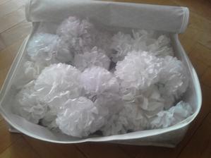 Maminka se zbláznila a začala vyrábět PomPoms....kde to budu do srpna skladovat :-O