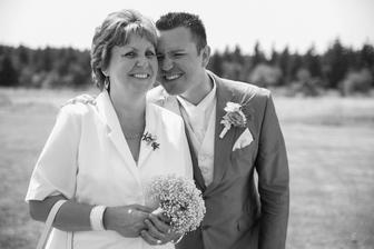 manžel s maminkou...