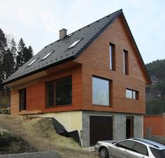 Spodna stavba zelezobeton, vrchna stavba je drevostavba two by four v pasivnom standarde. Viac foto na mojom webe http://epdforum.sk/pasivny-dom-zilina/