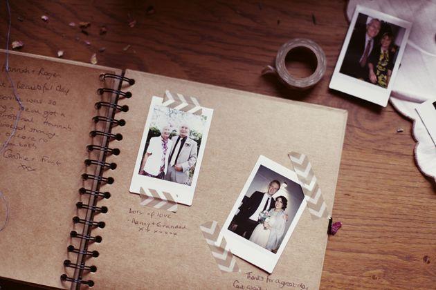 """Co mě """"cestou"""" cvrnkne do """"nosu"""" :) - miluju polaroid :)..nápad na jinou knihu hostů :)"""
