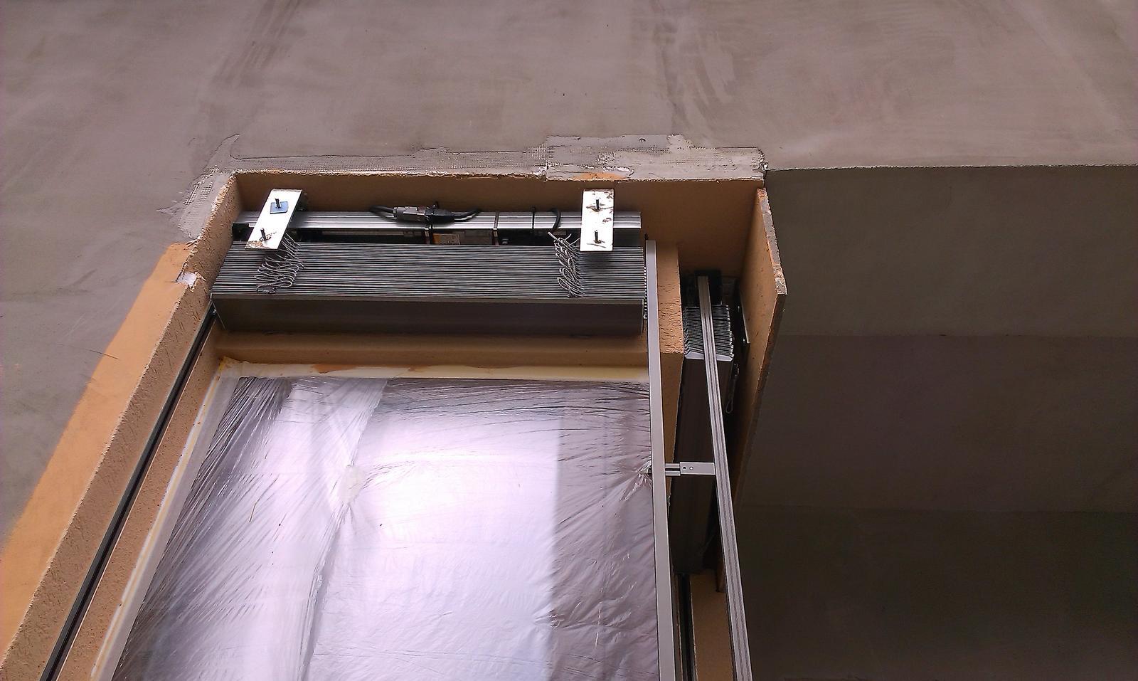 Bungalov s pultovymi strechami - Zaluzie Climax Z-90 namontovane