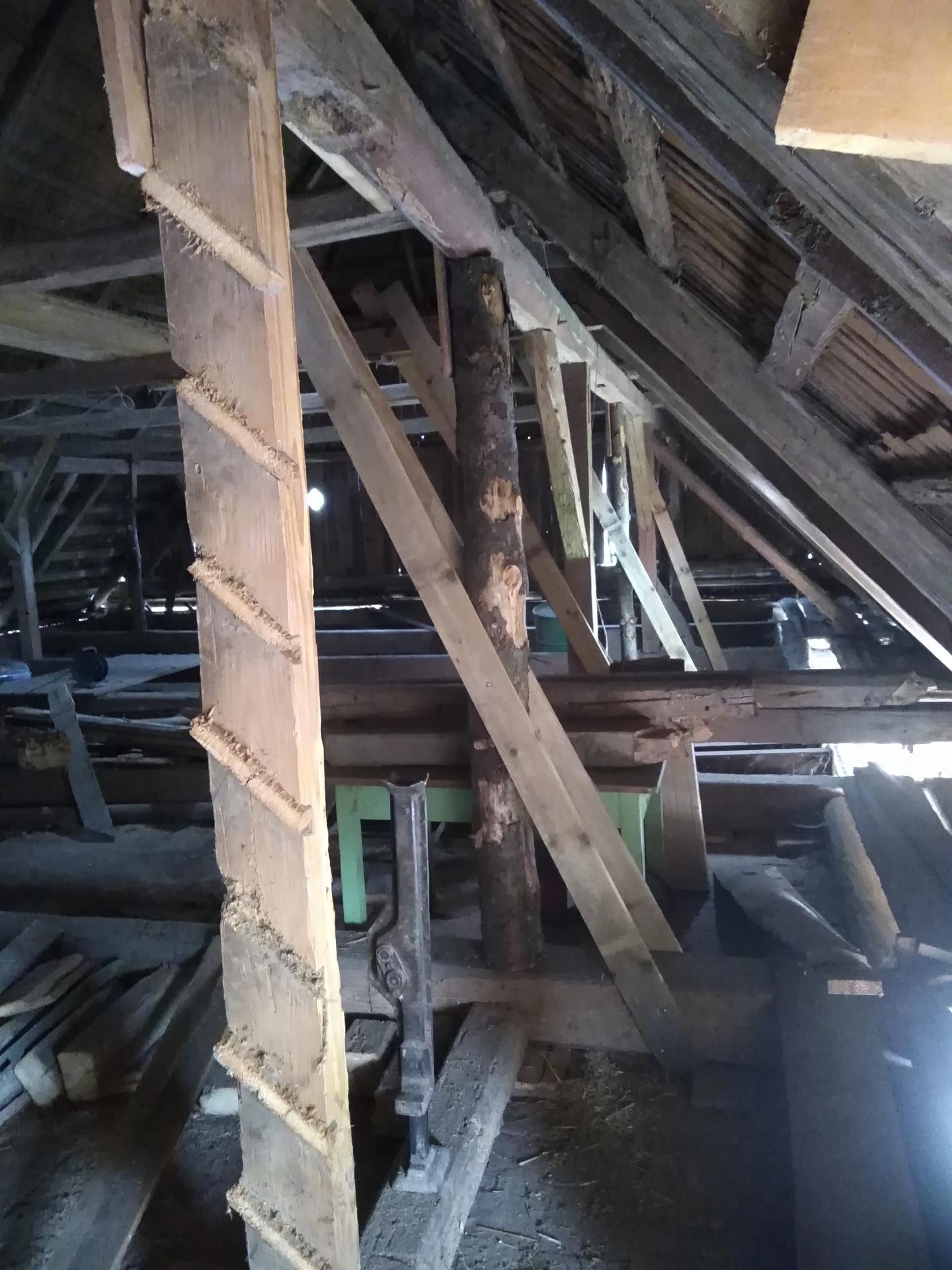 Výzva roku 2020  - střecha 450 m² SVÉPOMOCÍ - vše smontovat a vypodložit abychom mohli  podříznout střechu a dělat zpevňovací věnec