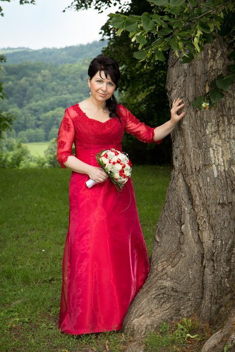 salonvanessa - I netradiční barva svatebních šatů vypadá úžasně