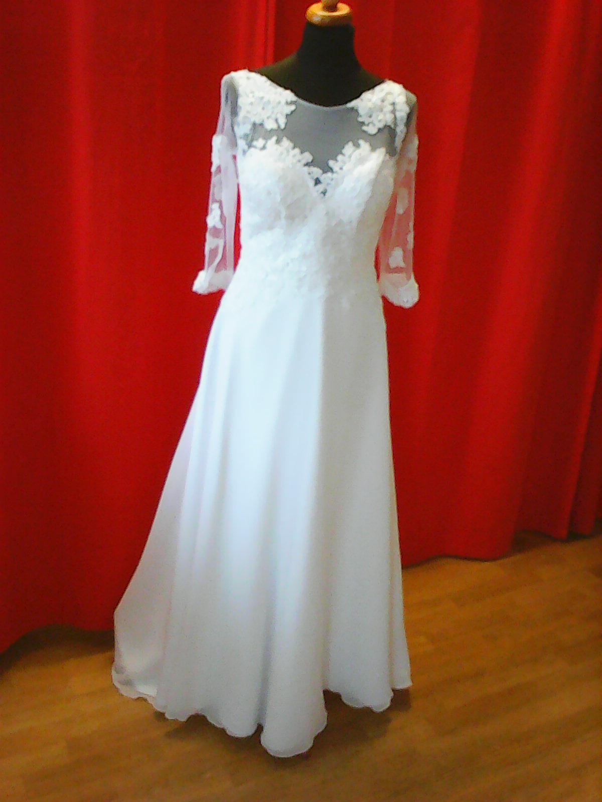Malá ukázka šitých šatů v našem salonu - Obrázek č. 1