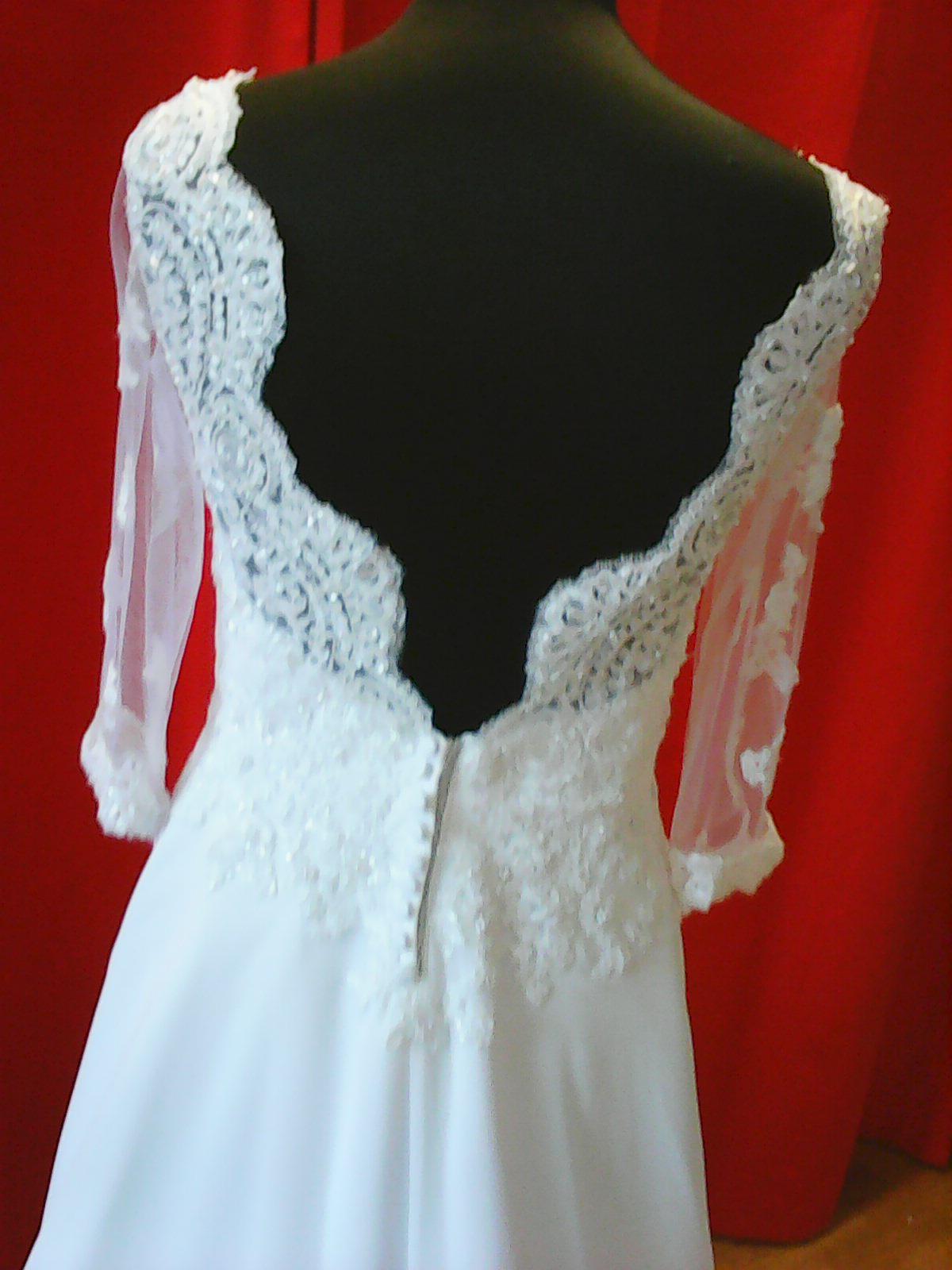 Malá ukázka šitých šatů v našem salonu - Obrázek č. 3
