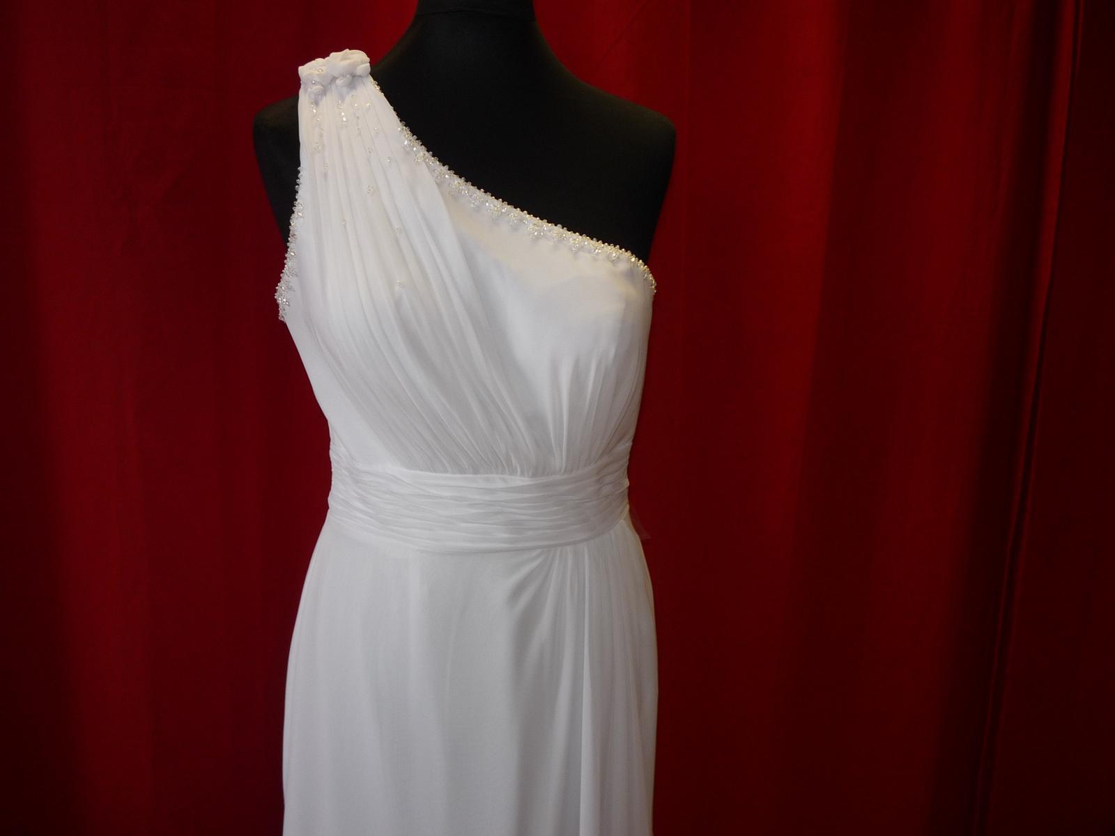 Tento typ šatů máme... - Obrázek č. 1