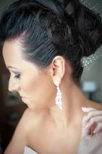 vlasy Katka z kader. salonu MIREA, nausnice svadob. salon LA PAVONA