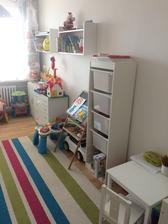 Pokojíček mladší dcery - je po starší, většina Idea nábytek :-)