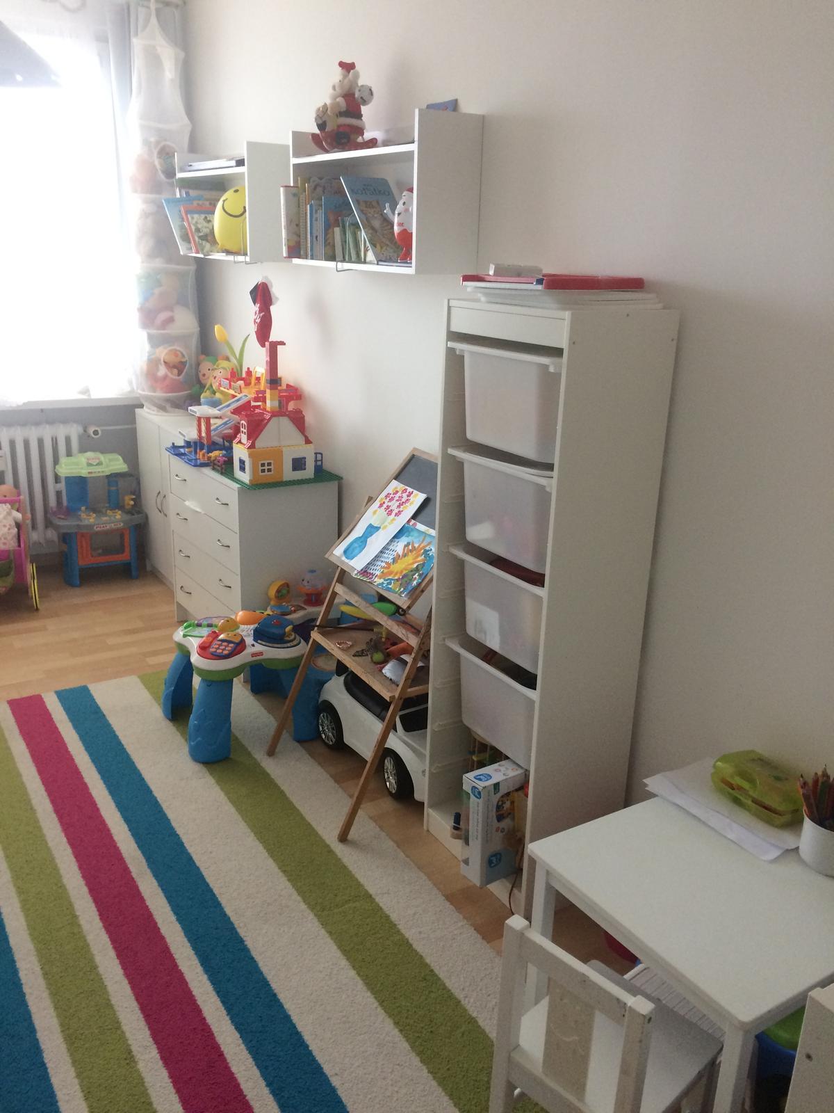 Naše 4+1 v paneláku - Pokojíček mladší dcery - je po starší, většina Idea nábytek :-)