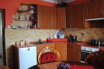 Kuchyňa....tento rok ešte premaľujeme na inú farbu