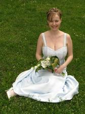 Nevěsta v trávě