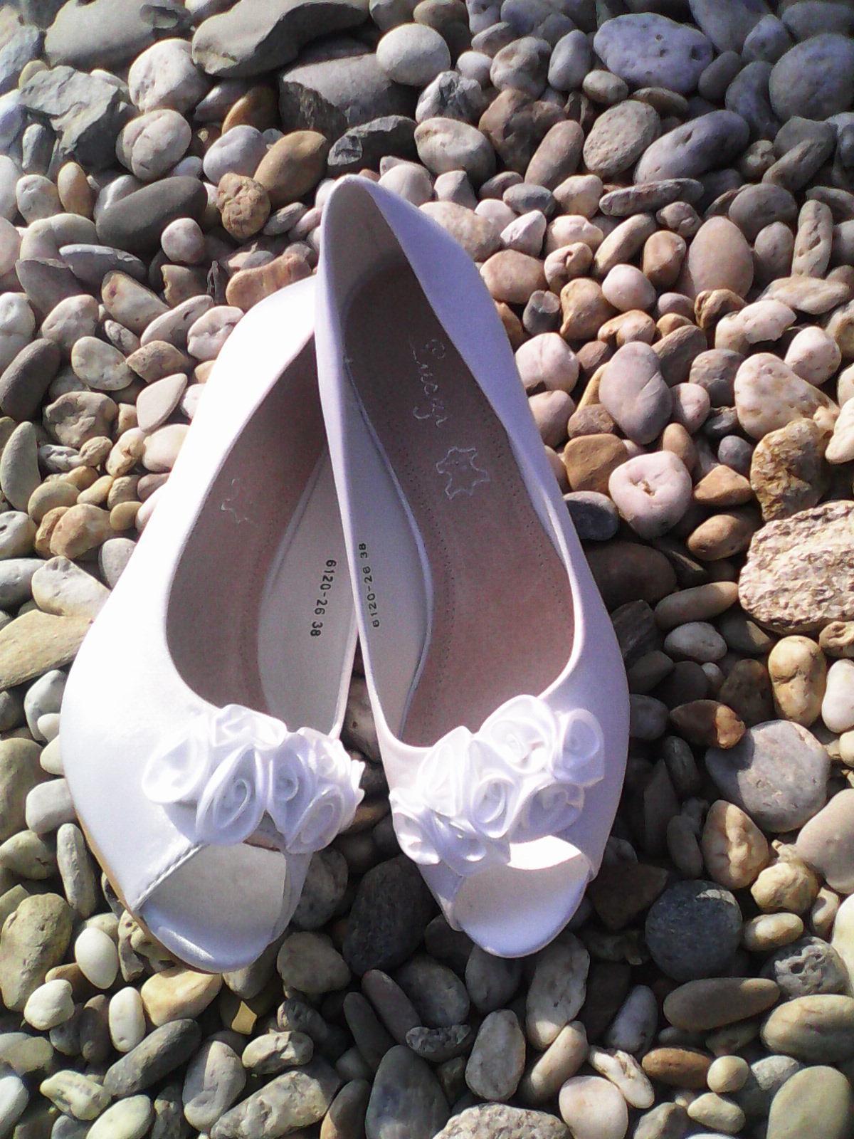 """Dnešné nakupovanie sa neobišlo bez ,,niečoho na svadbu"""". Takže moje topánočky :) :) :) Ja sa už taaaaak tešííím :D ale v pohode by mi stačilo také počasie ako bolo dnes - do 27stupnov a príjemný vánok - Obrázok č. 1"""