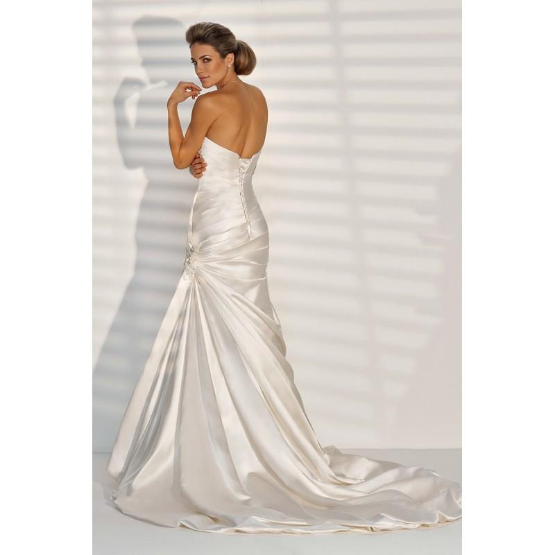 Svadobné šaty, čo sa mi páčia :) - Obrázok č. 26