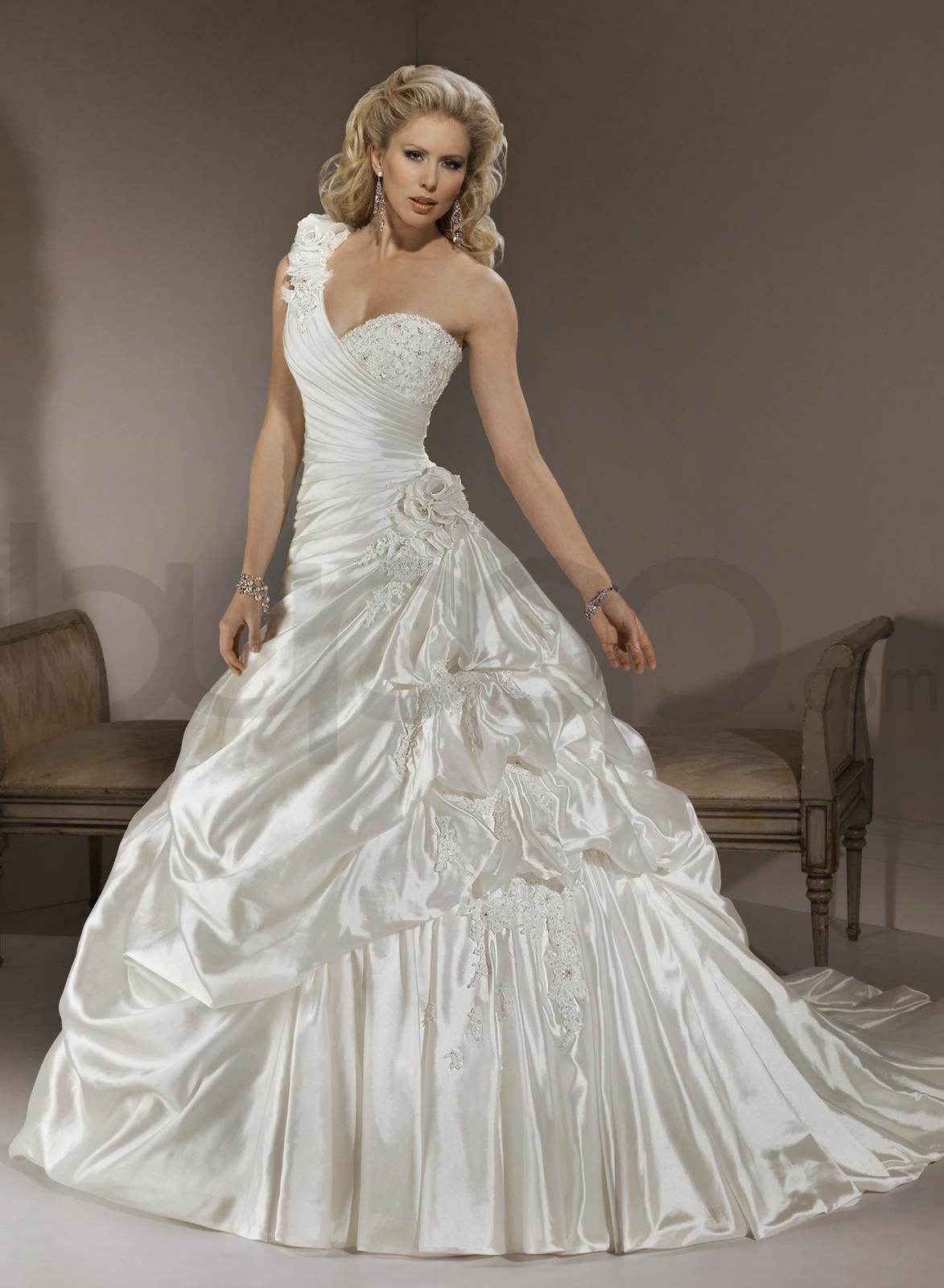 Svadobné šaty, čo sa mi páčia :) - Obrázok č. 41