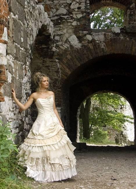 Svadobné šaty, čo sa mi páčia :) - Obrázok č. 57