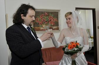 přípitek snoubenců