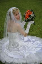 zas nevěsta s kytkou