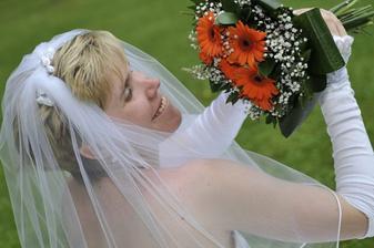 nevěsta s kytkou