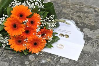 kytka,prstýnky a oznámení