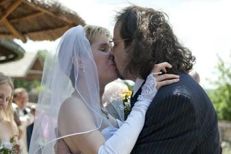 1.novomanželské políbení