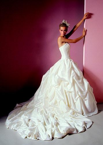 Svatebni Saty Obleky Ucesy A Kytice Salon Bella Sincerity
