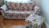 Květovaná sedačka,