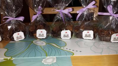 domácí čokoládové pralinky :) budu je dávat společně s oznámením :)