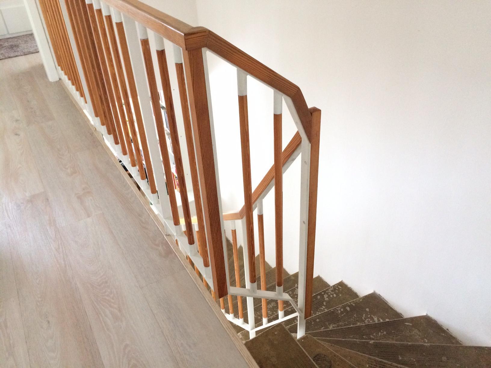 Renovace schodiště - zábradlí bohužel zůstává, zkusím nějaké vylepšení svépomocí