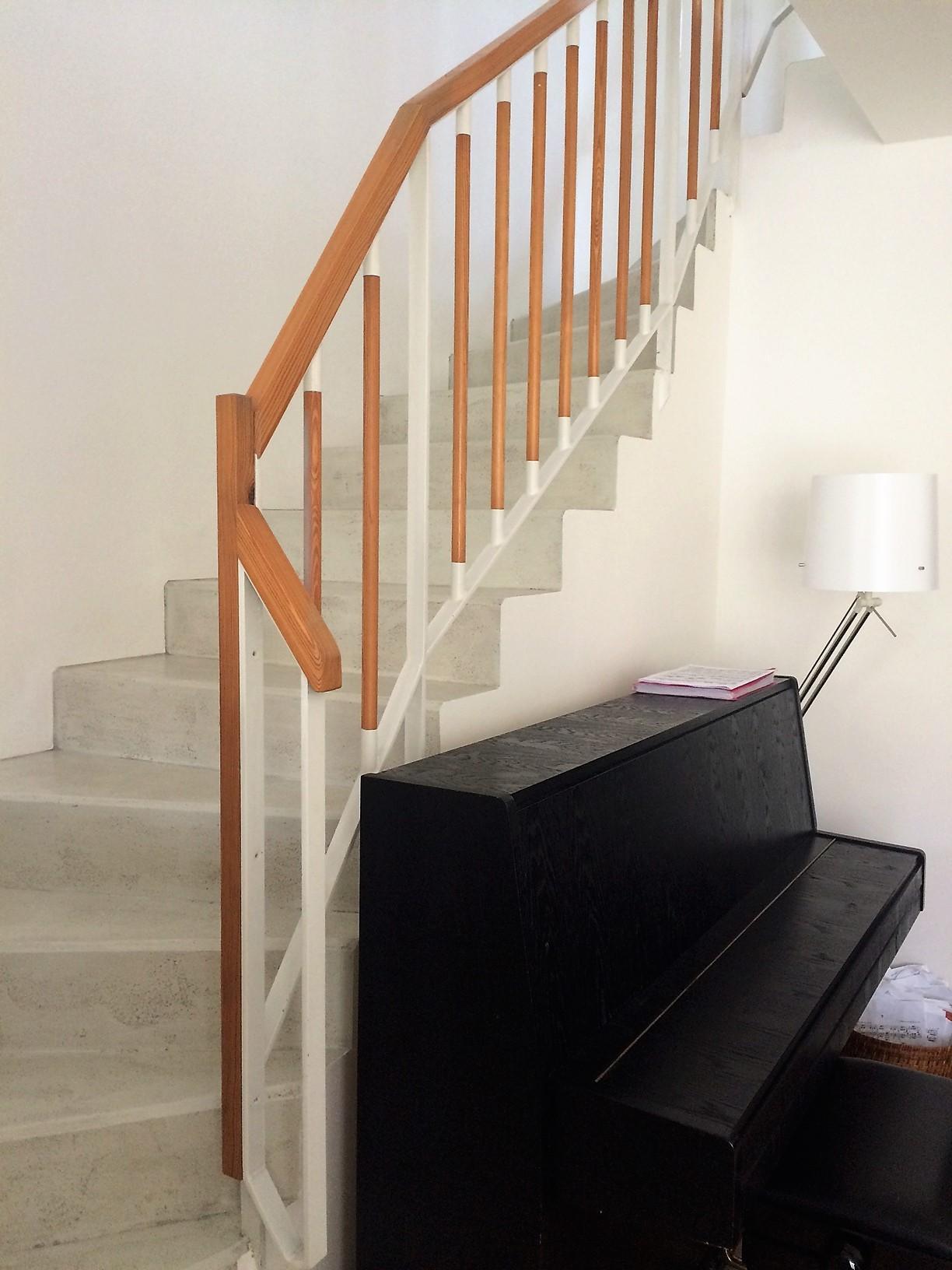 Renovace schodiště - úklid - pauza - a pak do Hornbachu pro flexu a barvu na zábradlí ⚙️💪🏼
