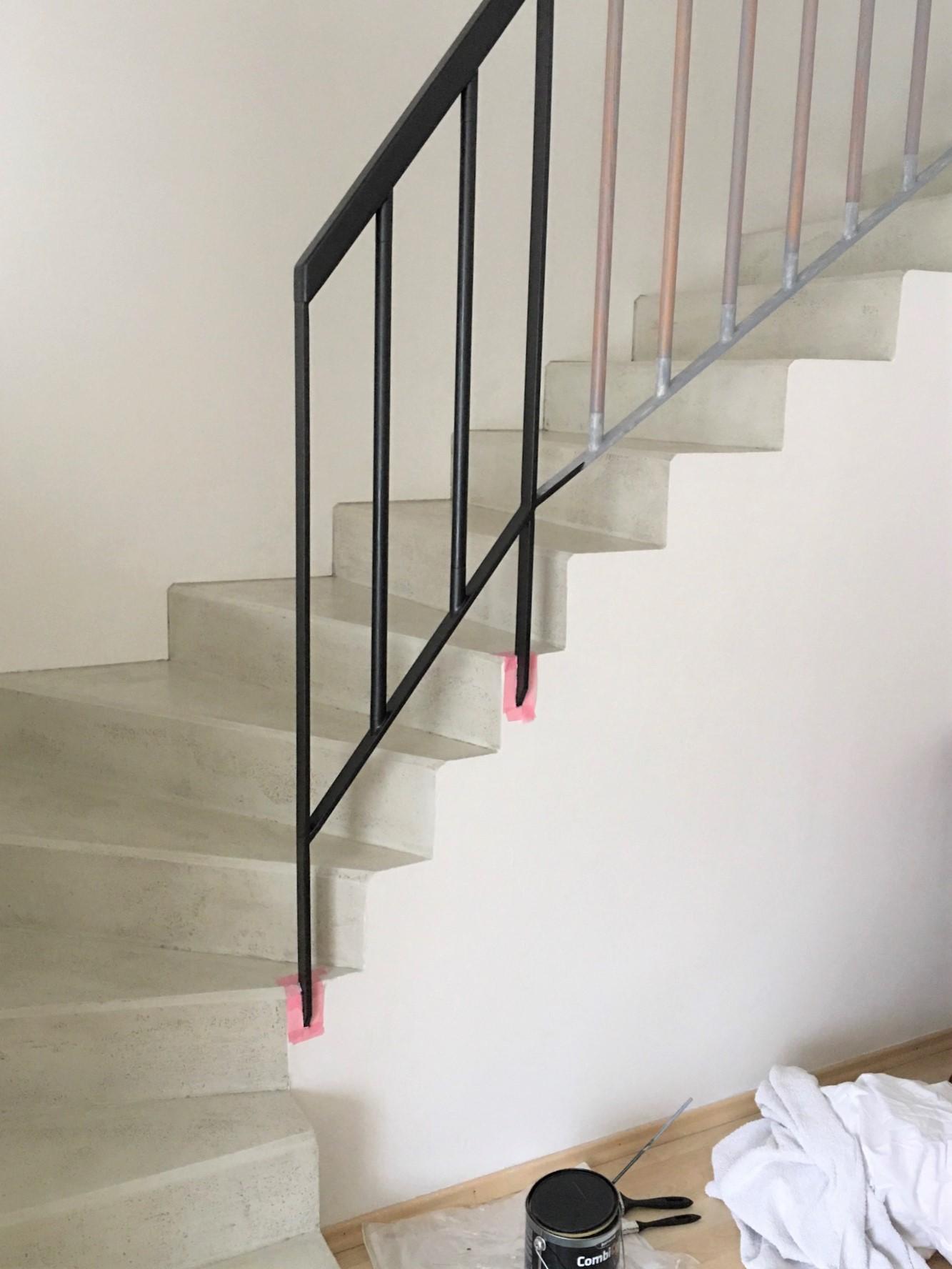 Renovace schodiště - Doma si všichni odhlasovali bílé zábradlí, ale...