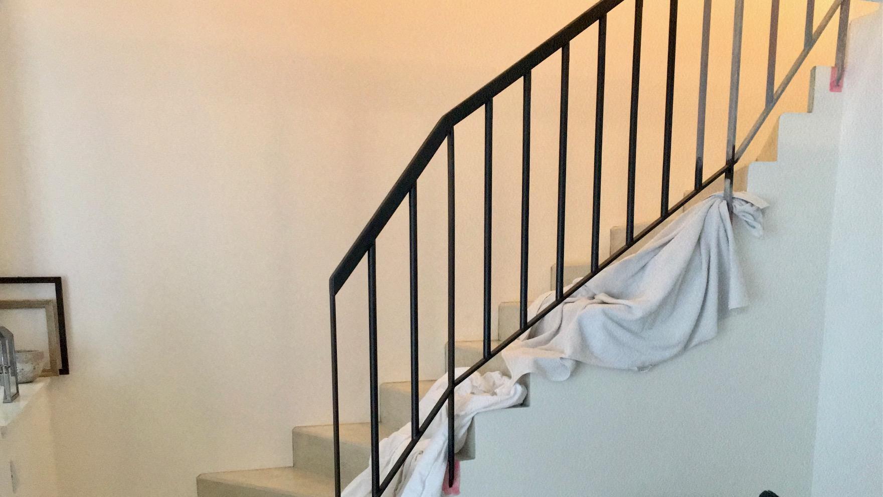 Renovace schodiště - ... ale kdo natírá, vybírá barvu 💪🏼