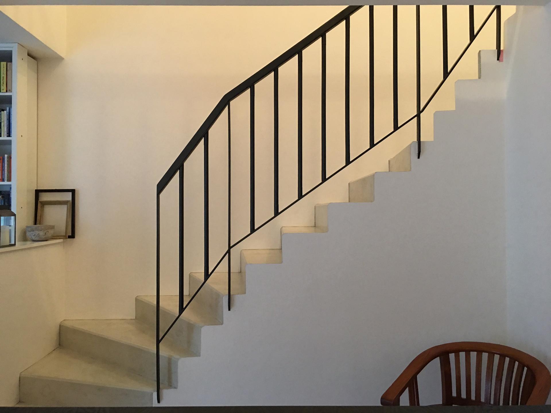 Renovace schodiště - Polovina hotová.