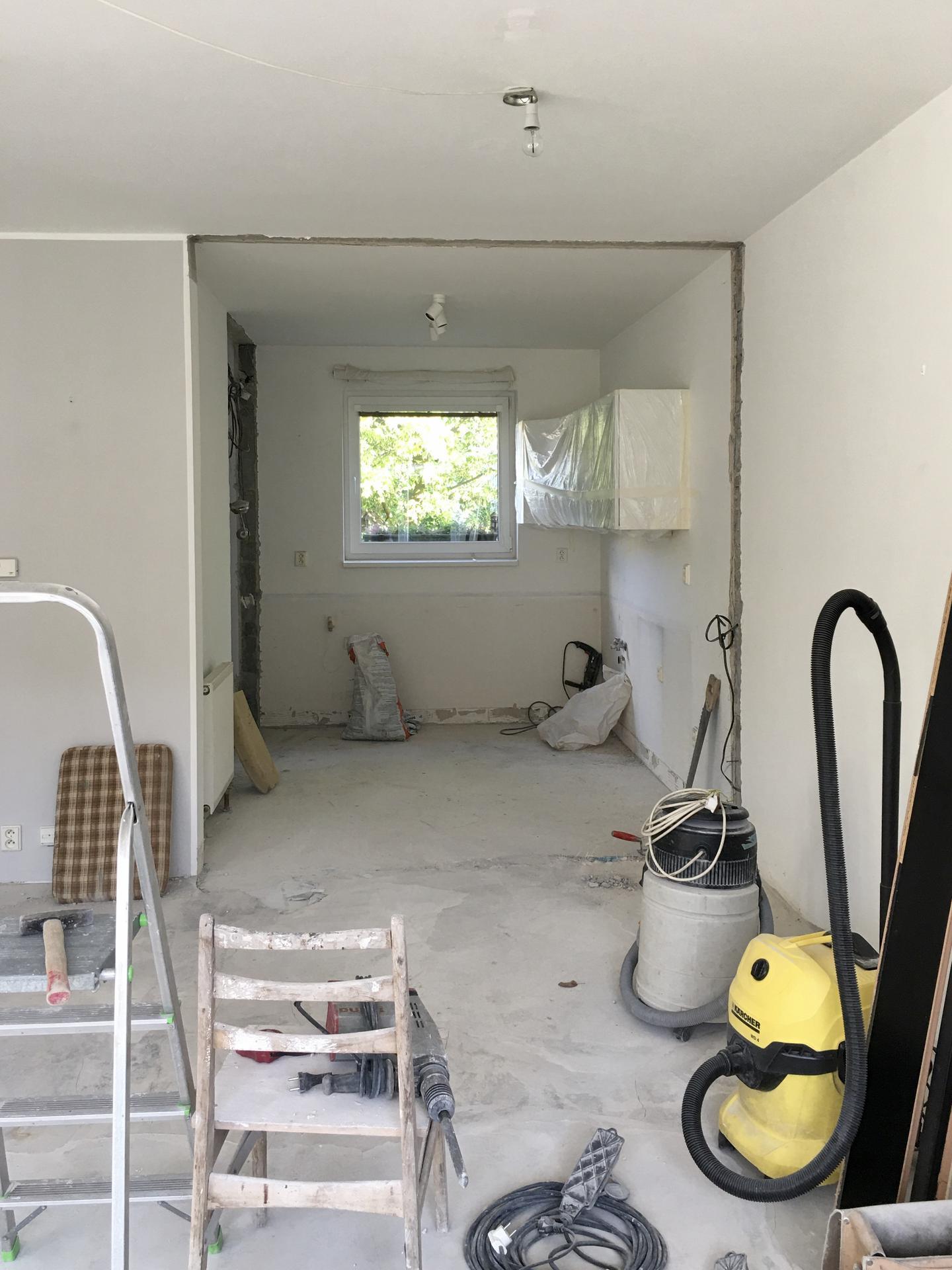 Proměny naší kuchyně - A tentokrát pořádně: výměna podlahy, bourání příčky, nová linka...