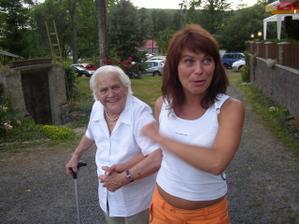 babička byla zlatá, Jani promiň, ale moc jí to tu sluší! Vynahradím ti to jinou fotečkou :))