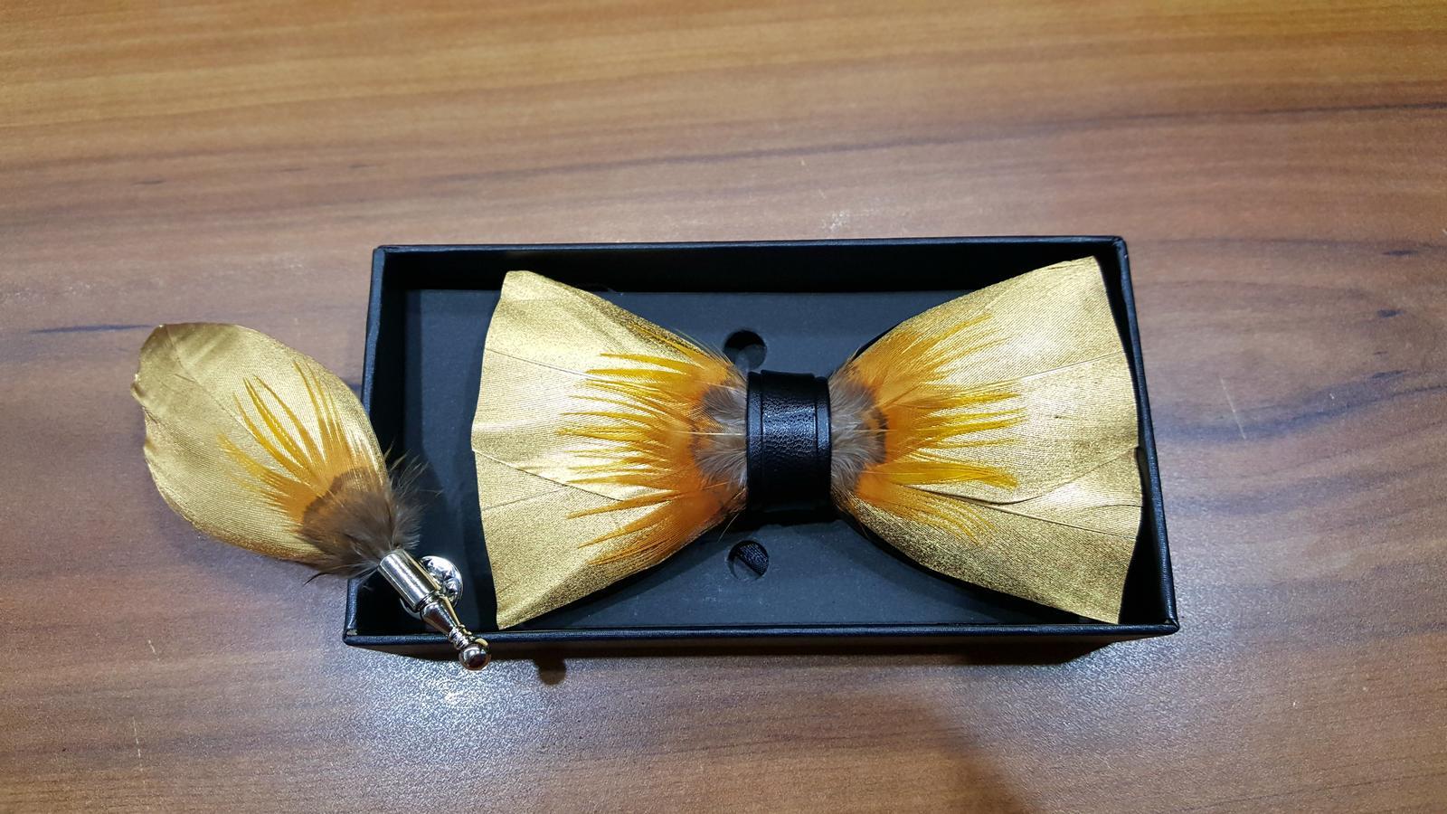 Zlaty motylik z pierok + pierko - Obrázok č. 1