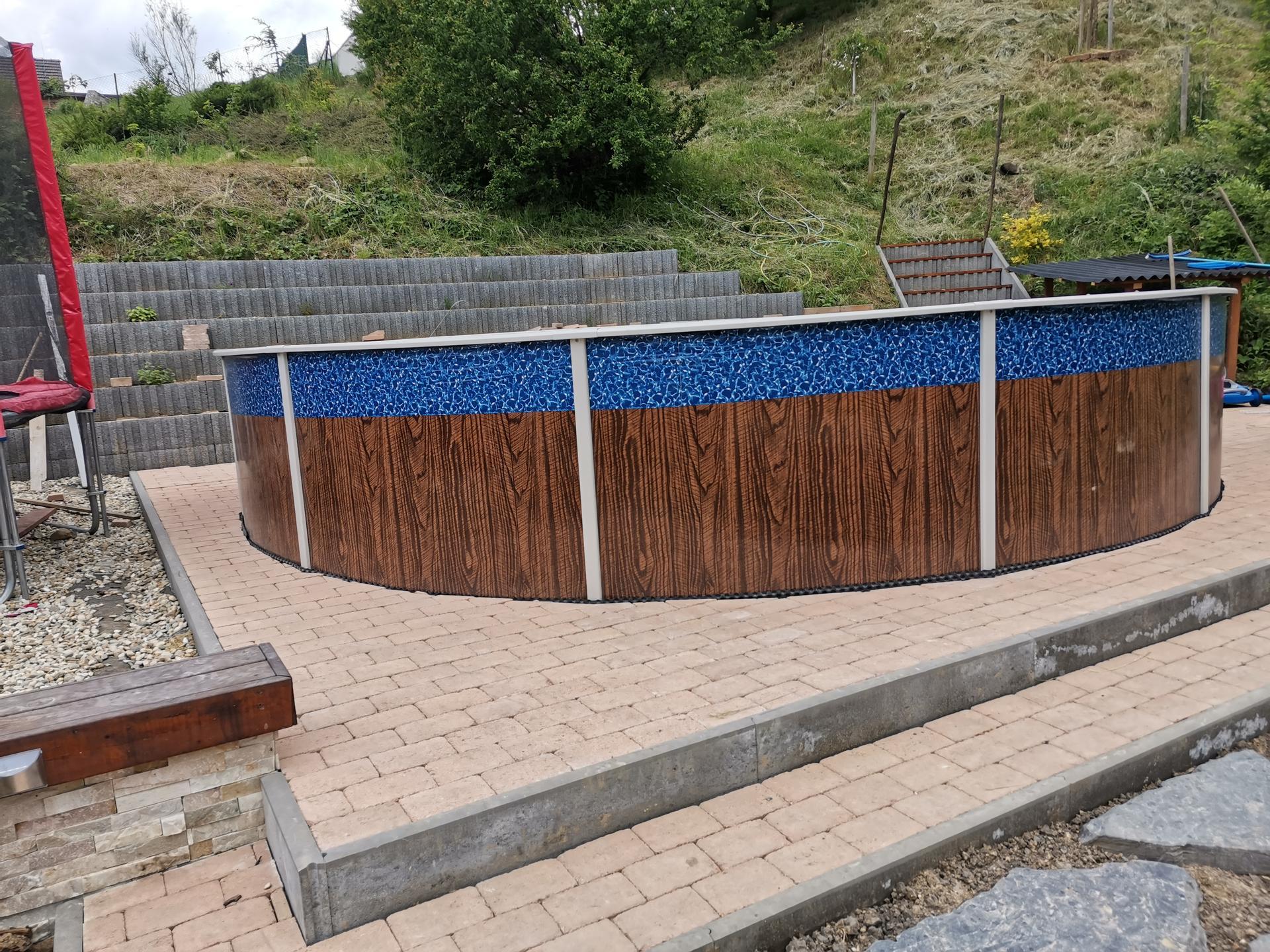 Akce bazén - Podlaha položena