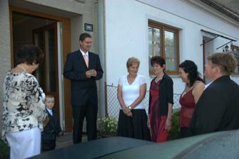 u ženicha před domem