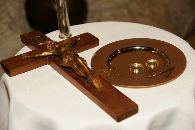 Martina Schlosserová{{_AND_}}Peter Palko - naše obrúčky a kríž, na ktorý sme prisahali
