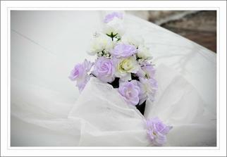 Foto Hanka Skácelová - detail kytičky na autě nevěsty