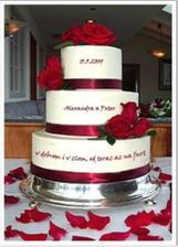 Naša personalizovaná hlavná torta :-) (piškótovo-citrónovo-čokoládová), bez ruží..