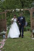 Svatební šaty s vlečkou Dalia Pronovias, 38