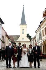 nasi rodicia pred Kalvinskym kostolom v Kosiciach
