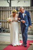 Jemné svatební šaty, 40