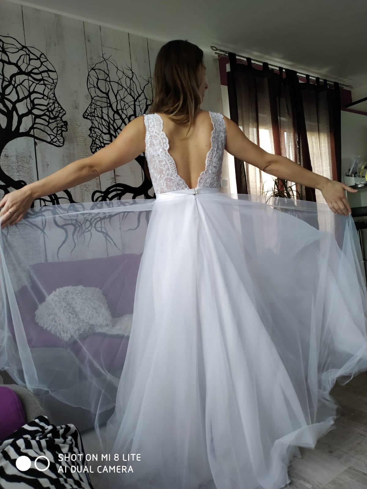 Vzdušné svatební šaty šité na míru  - Obrázek č. 1