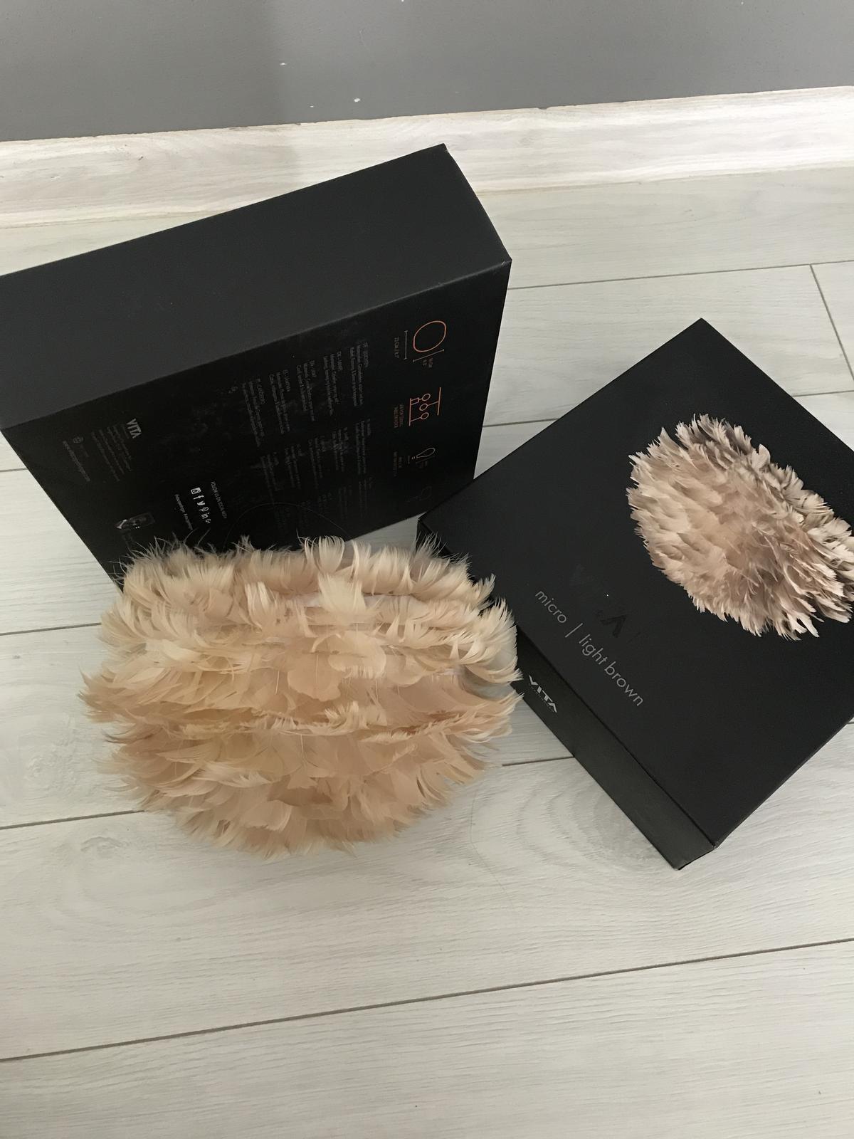 Heslo: Extravagancia & Luxus ❤️ - Lampičky z peria ...budú spustené zo stropu vedľa postele... evokujú vo mne kvety❤️