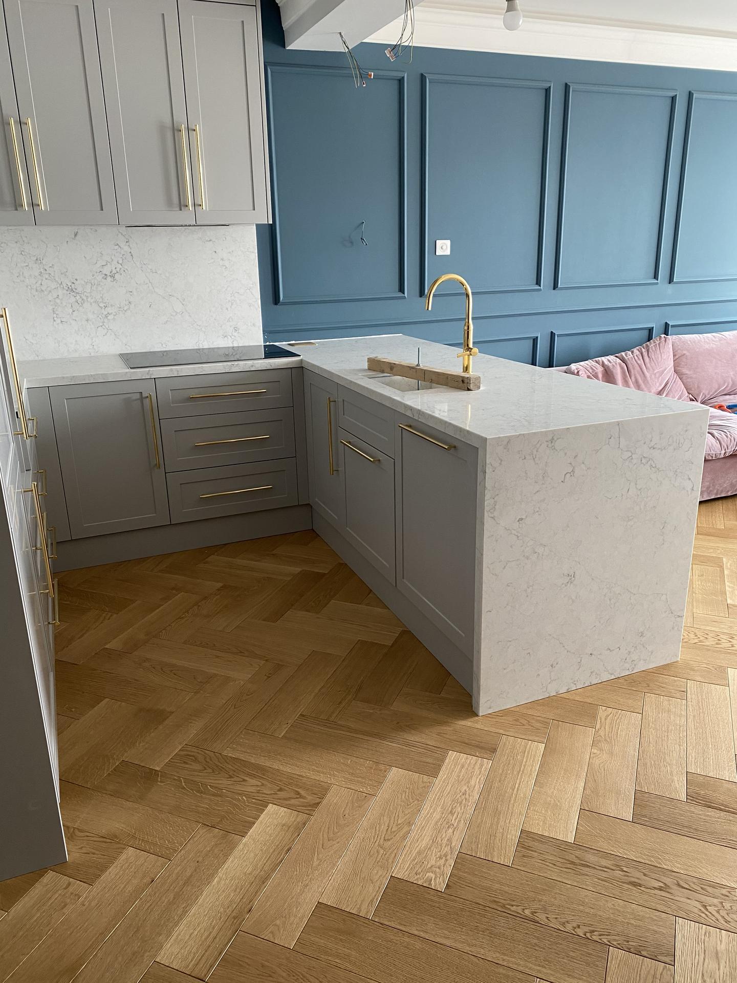 Heslo: Extravagancia & Luxus ❤️ - Jednoznačne moja vysnívaná kuchynka! Chcela som aby bola luxusná a zapadla do interiéru ale zároveň aby bola nadčasová...mramor zlatá a drevo ... neskutočná kombinácia <3