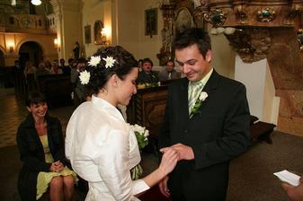 Už to bylo veselejší....Ráďa mě přijal za manžela, místo za manželku, a mě nešel našroubovat jeho prstýnek :))