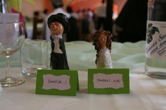 Figurky nám vyrobila švagrová, jmenovky jsou moje práce :)