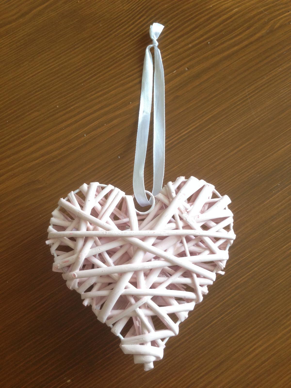 Růžové proutěné srdce - Obrázek č. 1