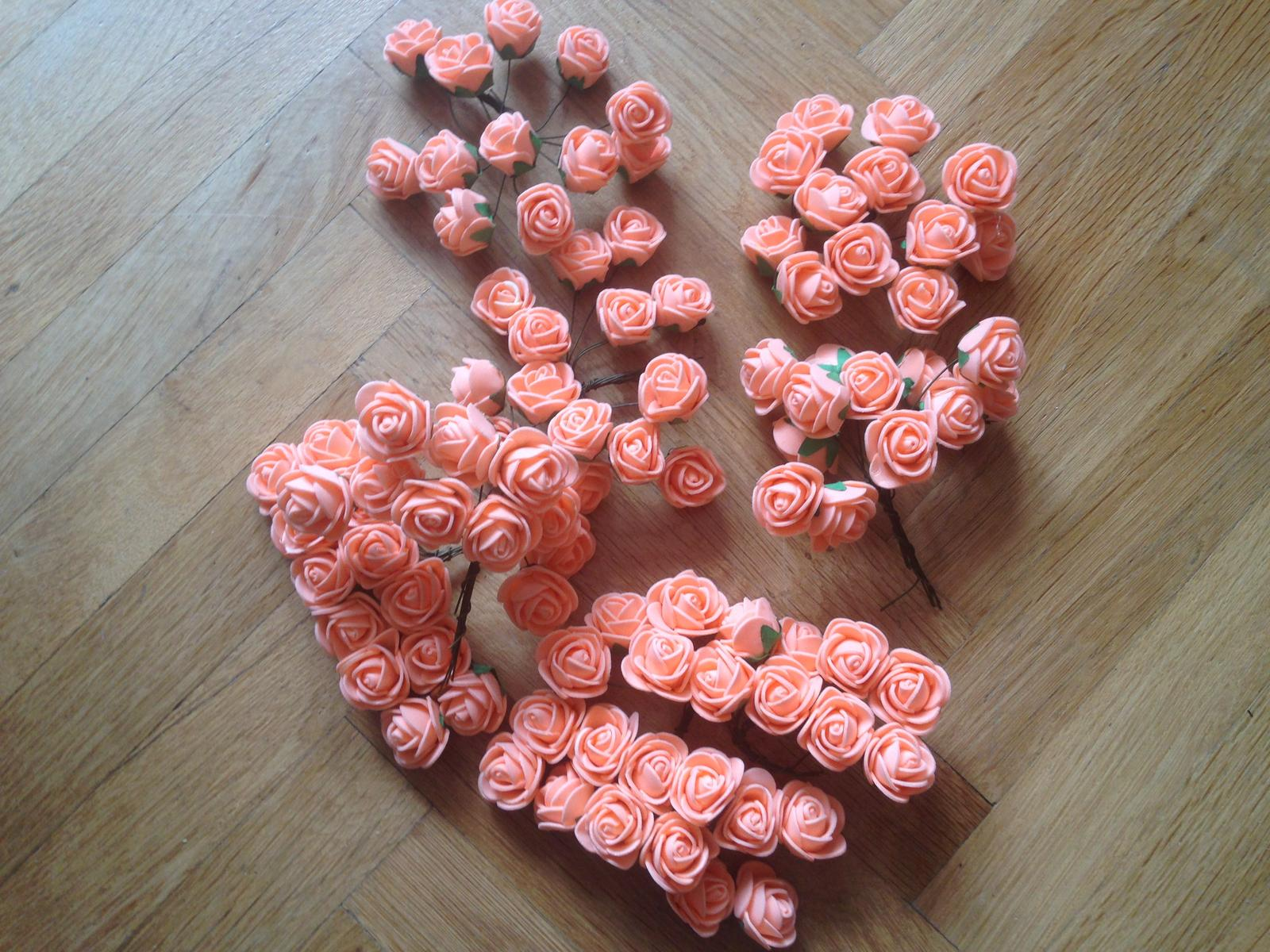 Oranžové pěnové kytičky na drátku - Obrázek č. 1